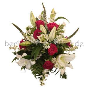 Elegantes aufwändiges Trauergesteck aus Lilien und Rosen