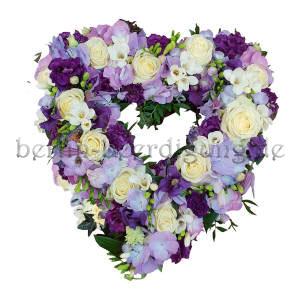 Blumenherz als Trauergesteck in Lila-Weiß