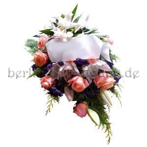 Feierlicher Blumenstrauß in rosé-blau mit Schleife