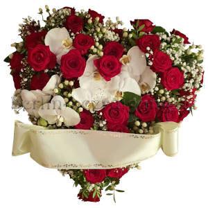 Herzgesteck aus Orchideen und Rosen