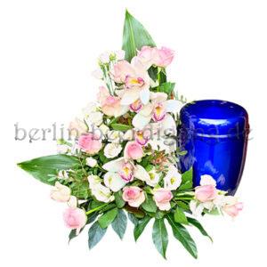 Besonderes Urnennebengesteck in Rosé mit Orchideen und Rosen