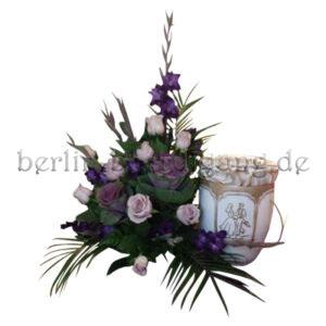 Lila Nebengesteck für Urne mit Zierkohl Gladiolen Rosen