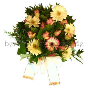 Trauerfloristik mit Gerbera Rosen in Weiß Pastell mit Trauerschleifen