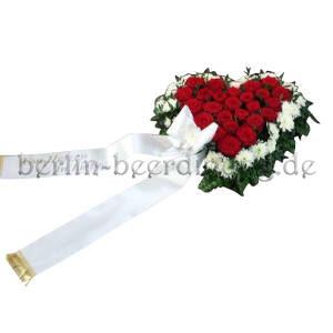 Trauergesteck in Herzform mit Rosen und Chrysanthemen kaufen