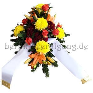 aufmunterndes Trauergesteck mit Lilien und Chrysanthemen