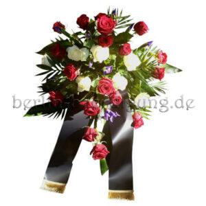 Trauergesteck aus Rosen in Rot-Weiß mit Schleifenband