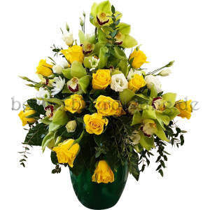 Urnenkrone gelbe Rosen Orchideen