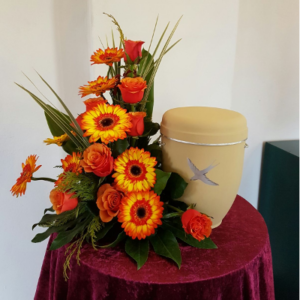 Urnennebengesteck-orange-Gerbera-Rosen