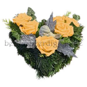 Wintergesteck mit haltbaren Rosen in Apricot für innen und außen