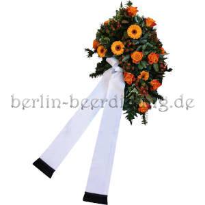 Herbstliches Trauergesteck in Orange mit Trauerschleife
