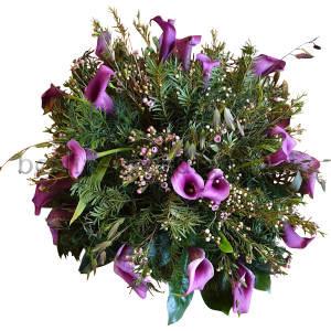 Rundes Blumengesteck | lila Calla und Waxflower | extravagant