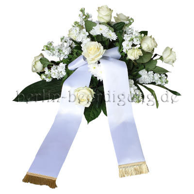 Weißes Blumengesteck mit weißen Rosen, Levkojen und Schleife